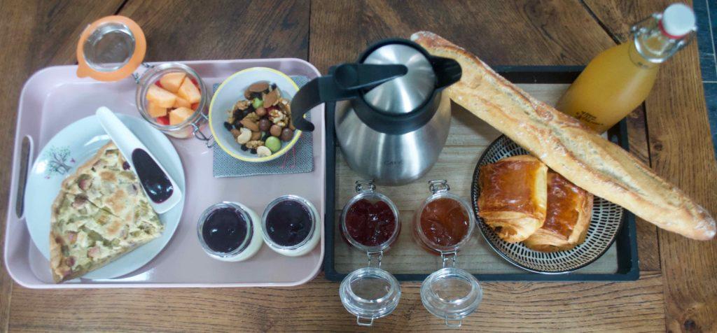 Petit-déjeuner frais, local, bio, au fil de nos inspirations et Au Gré des Blés (pains et viennoiseries bio de Montreuil-sur-Mer)